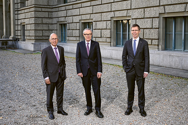 Left to right: Pius Baschera, Chair of the Board of Trustees of the ETH Foundation; donor Martin Haefner, ETH alumnus and honorary councillor; and Joël Mesot, ETH President